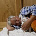 Радиоактивный человек заботится о животных на заражённой Фукусиме